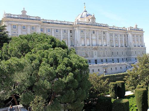 Noch einmal der Palacio Real, von den Sabatini-Gärten aus gesehen. (Foto: spe)