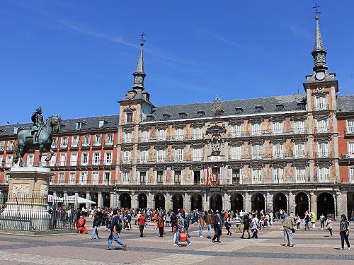 Gut gestärkt kann man also über die Plaza Mayor bummeln... (Foto: spe)