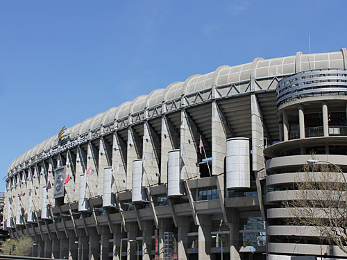 Fußballfans können das Stadion von Real Madrid, das Santiago Bernabeu, besichtigen. Nicht unerwähnt bleiben sollen die beiden anderen Madrider Vereine Atlético und Rayo Vallecano. (Foto: spe)