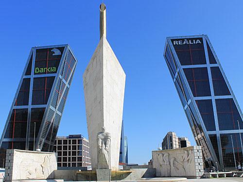 ...und erreicht nach rund 20 Minuten die Torres KIO an der Plaza de Castilla. (Foto: spe)