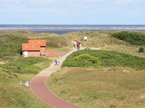 Bei guten Wetter führt der Weg am Wasserturm vorbei Richtung Strand. (Foto: Sören Peters)