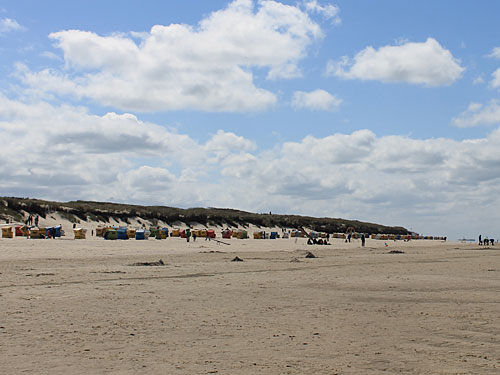 Weitläufiger Strand am Hauptbad. (Foto: Sören Peters)