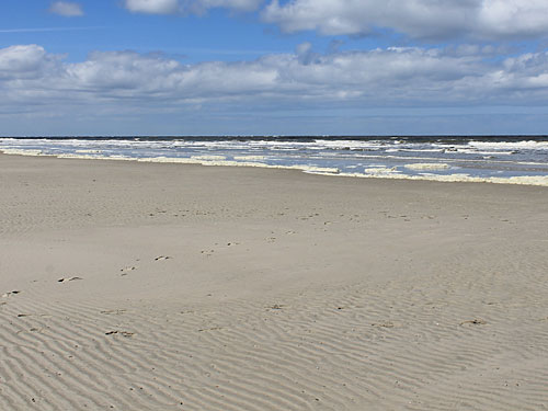 Typisch Nordsee: Eine frische Brise und raue Brandung. (Foto: Sören Peters)