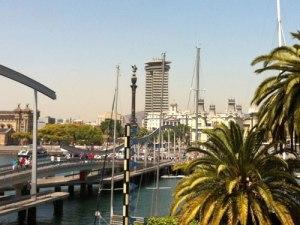 Blick vom einkaufszentrum Maremagnum auf den Hafen und die Columbus-Säule. (Foto: spe)