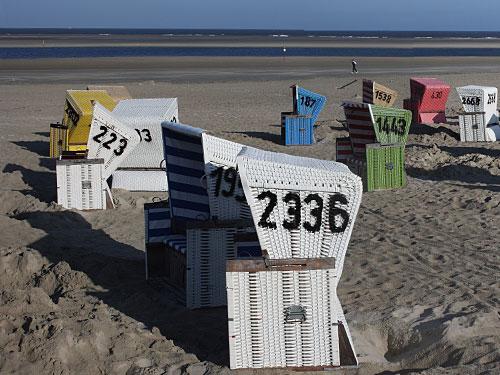 Strandkörbe auf Langeoog: Ob für einen Tag oder für zwei Wochen - die Insel fürs Leben hat Suchtpotenzial. (Foto: Arne Hückelheim/wikimedia commons)