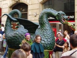 Der katalanische Nationalheilige Sant Jordi (Hl. Georg) tötete der Legende nach einen Drachen. Seitdem ist das Fabelwesen in der Traditionspflege fest verankert. (Foto: spe)