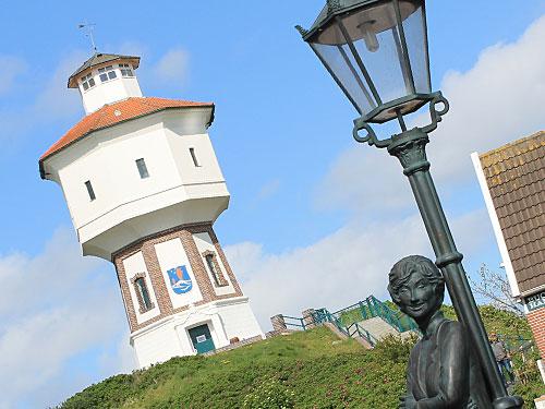 Lale-Andersen-Denkmal vorm Wasserturm. (Foto: Sören Peters)