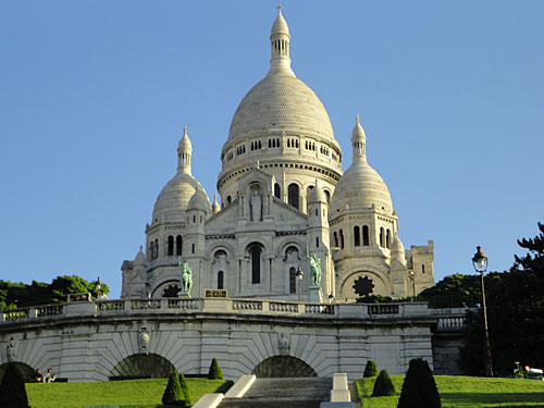 Auf dem Hausberg Paris' erhebt sich die Basilika Sacre Coeur. (Foto: spe)