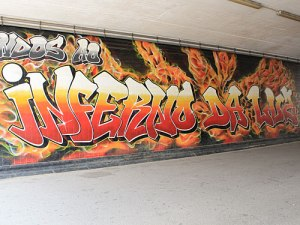 Inferno da Luz: Graffiti auf dem Weg zum Stadion. (Foto: spe)