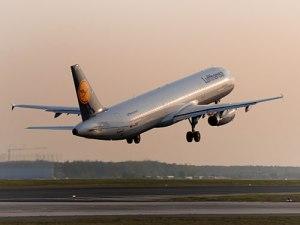 Ein Airbus A321 der Lufthansa bei der Landung. (Foto: PR Lufthansa/Bildarchiv/Ingrid Friedl)