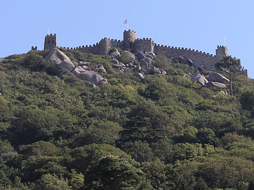 Castelo dos Mouros, vom Palácio Nacional aus gesehen. (Foto: spe)