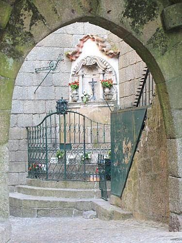 Altar in einer Ecke der historischen Stadtmauer. (Foto: spe)