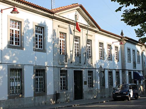 Verwaltungsgebäude im Stadtkern und Sitz der Polizei. (Foto: spe)