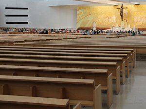 Die Kriche der Heiligsten Dreifaltigkeit wurde 2007 eingeweiht und ist mit rund 9.000 Plätzen die viertgrößte katholische Kirche der Welt. (Foto: Sören Peters)