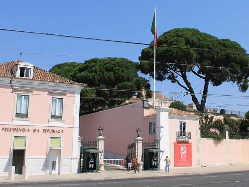 Auf der anderen Seite, ebenfalls an der Rua Belém, liegt der Amtssitz des portugiesischen Präsidenten. (Foto: Sören Peters)