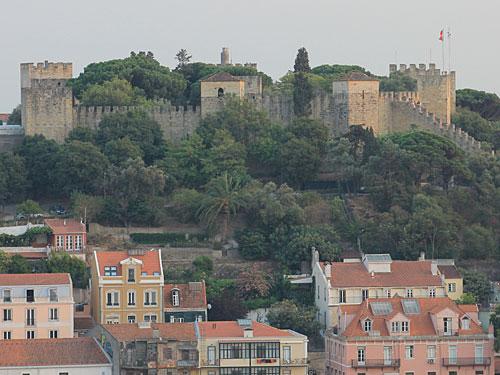 Das Castelo de São Jorge erscheint zum Greifen nah. (Foto: Sören Peters)