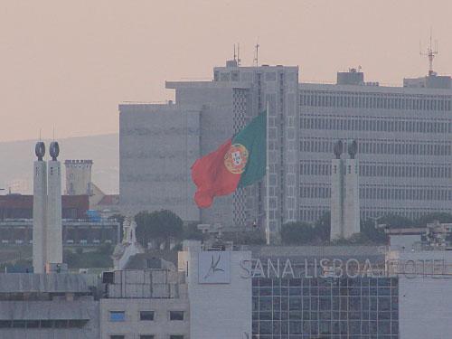 Sogar die riesige Portugal-Flagge oberhalb des Parque Eduardo VII. ist zu erkennen. (Foto: Sören Peters)
