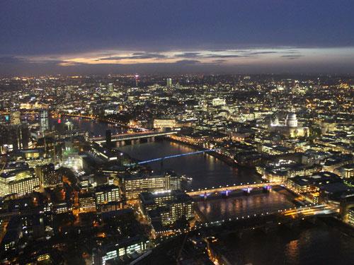 """London aus 244 Metern Höhe betrachtet. Die Aussichtsplattform """"View from The Shard"""" offenbart einen fantastischen Blick, doch 24.90 GBP Eintrittspreis sind eine Menge Geld. (Foto: Sören Peters)"""