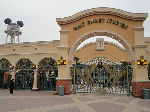 Zum Komplex gehören auch die Disney-Studios. Dieser Teil des Geländes beheimatet eine Show, weitere Fahrgeschäfte, Shops und Restaurants. (Foto: Sören Peters)