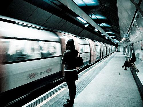 """Wer in London mal ein bisschen länger unterwegs ist, muss nicht länger der letzten Tube hinterher gucken. (Foto: <a href=""""http://www.flickr.com/photos/grandhi/3084010080/"""">.aditya.</a> via <a href=""""http://photopin.com"""">photopin</a> <a href=""""http://creativecommons.org/licenses/by-nc-sa/2.0/"""">cc</a>)"""