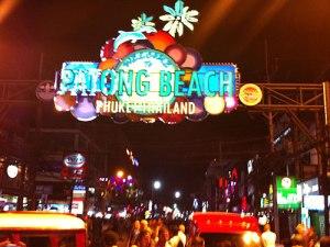 Nightlife am Patong Beach. (Handyfoto: Sören Peters)