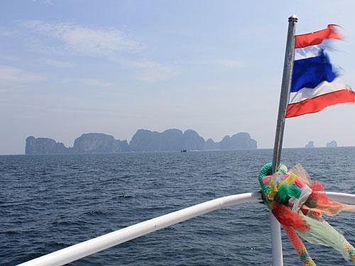 Eine Investition, die sich lohnt, ist dagegen ein Ausflug zur unbewohnten Nachbarinsel Koh Phi Phi Leh. (Foto: Sören Peters)