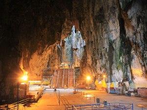 Der Weg dorthin führt durch diese Höhle. (Foto: Sören Peters)