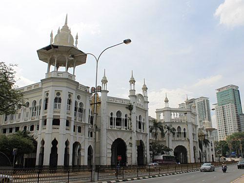 Nur weniger Schritte weiter befindet sich der alte Bahnhof Kuala Lumpur - nicht zu verwechseln mit dem neuen Hauptbahnhof KL Sentral! (Foto: Sören Peters)