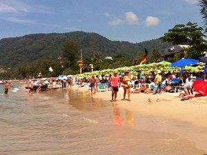 Ballermann-Feeling in Thailand. Und ja, das da hinten ist wirklich eine Deutschland-Flagge! (Foto: Sören Peters)