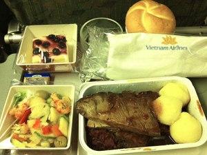 Europäisches Essen auf dem Flug von Frankfurt nach Ho-Chi-Minh-Stadt. (Foto: Sören Peters)