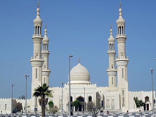 "Die Sheikh-Zayed-Moschee in Ras Al-Khaimah. (Foto: <a href=""http://www.flickr.com/photos/gordontour/9685747296/"">gordontour</a> via <a href=""http://photopin.com"">photopin</a> <a href=""http://creativecommons.org/licenses/by-nc-nd/2.0/"">cc</a>)"