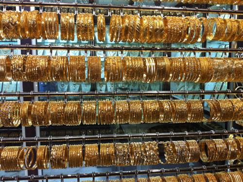 Zurück in RAK City: Eine Seitenstraße im historischen Teil der Stadt hat sich ganz dem Goldhandel verschrieben. (Foto: Sören Peters)