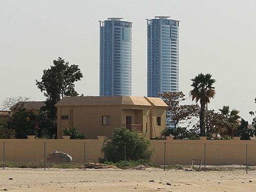 """Auch die """"Twin Towers"""" heben sich vom Rest der Stadt ab. In der Apartment-Wohnanlage ist sogar eine bekannte Fitness-Kette untergebracht. (Foto: Sören Peters)"""