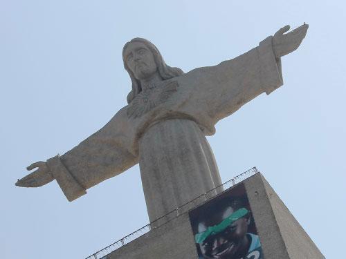 Cristo Rei breitet seine Arme über Lissabon. (Foto: Sören Peters)