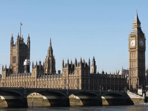 Big Ben und die Houses of Parliament, direkt am Themse-Ufer gelegen. (Foto: Sören Peters)