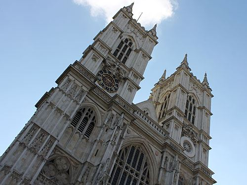 Gleich dahinter liegt Westminster Abbey, seit 1066 die Krönungskirche der britischen Monarchen und Grabstätte - auch weltlicher - Berühmtheiten wie Darwin oder Dickens. (Foto: Sören Peters)
