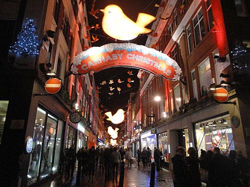 Dem Ruf als Shopping-Mekka wird London hier ebenfalls gerecht, ob in der legendären Carnaby Street... (Foto: Sören Peters)