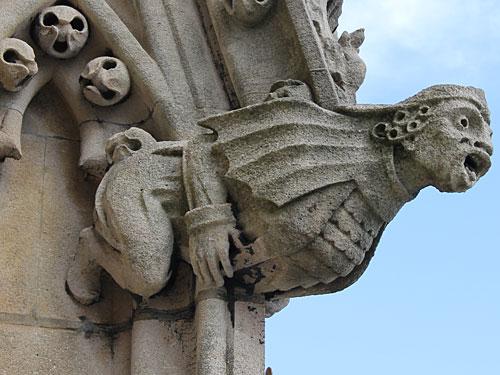 Allgegenwärtig in Oxford sind die Gargoyles, Wesen aus der Unterwelt, die verschmitzt oder erschaudernd von den Gebäudefassaden blicken. (Foto: Sören Peters)