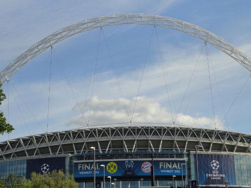 Wer von Wembley spricht, meint meist das Stadion in dem Stadtteil im Nordwesten Londons. Die englische Nationalmannschaft trägt hier ihre Heimspiele aus. Diese Aufnahme entstand vor dem Champions-League-Finale zwischen Dortmund und dem FC Bayern. (Foto: Sören Peters)