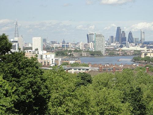 Bei gutem Wetter reicht der Blick bis zu den Wolkenkratzern der City. (Foto: Sören Peters)