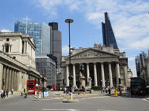Ebenso werden die Bank of England und die Royal Exchange von den Wolkenkratzern in den Schatten gestellt. (Foto: Sören Peters)