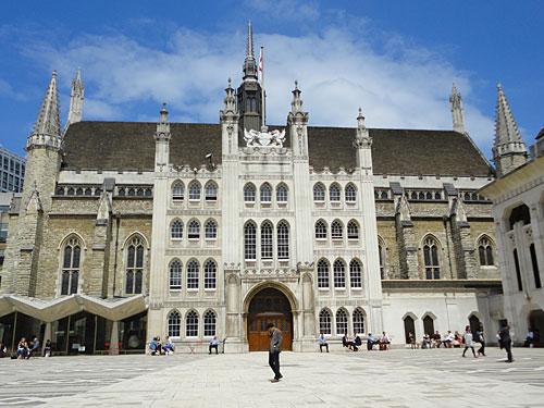 Unweit der prachtvollen Kathedrale befindet sich die Guidhall, der Amtssitz des Bürgermeisters der City of London. (Foto: Sören Peters)