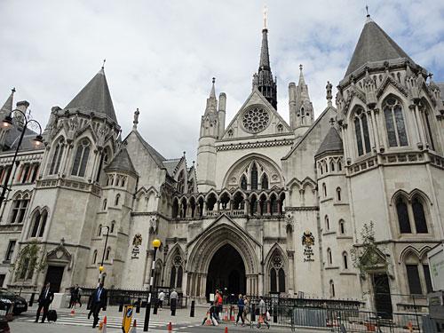 ...von den Royal Courts of Justice, dem höchsten Zivilgericht, wo unter anderem die ehe von Charles und Dinana rechtskräftig geschieden wurde oder die Herkunft von Bum-Bum-Boris' Besenkammerbaby geklärt wurde. (Foto: Sören Peters)