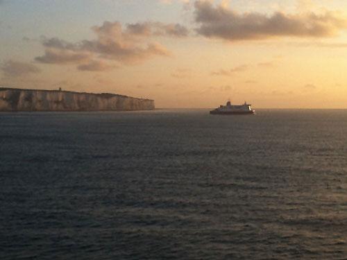 Eine Fähre überquert den Ärmelkanal zwischen Dover und Calais. (Foto: Sören Peters)