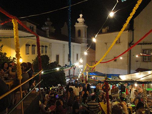 Menschenmassen feiern an der Kirche von Santa Maria Maior. (Foto: Sören Peters)