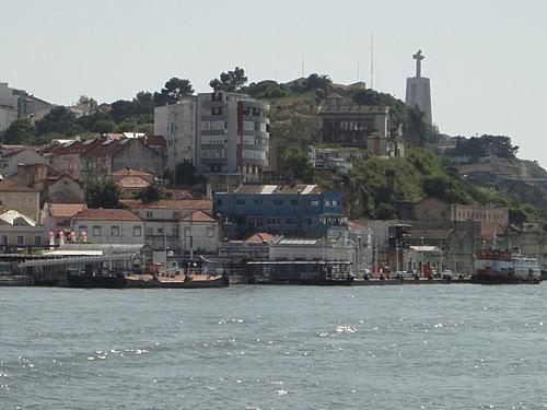 Ziel: Cacilhas, am Südufer des Tejo. Der Ort ist zwar nicht spektakulär, bietet aber einen tollen Blick auf Lissabon und man kommt gut zum Cristo Rei. (Foto: Sören Peters)