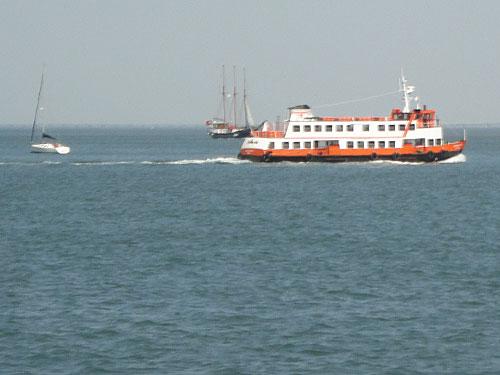 Die regulären Tejo-Fähren sind weitaus günstiger als die Touristenboote. (Foto: Sören Peters)