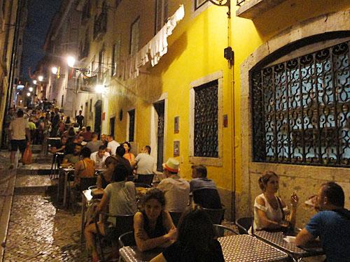 140616_Lissabon_BairroAlto_Restaurant_Strasse_500x375_SoerenPeters
