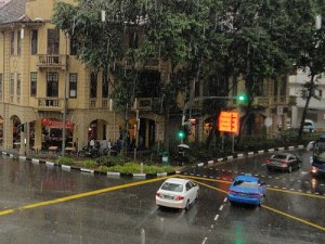 Heftiger Regenguss in Singapur. (Foto: Sören Peters)