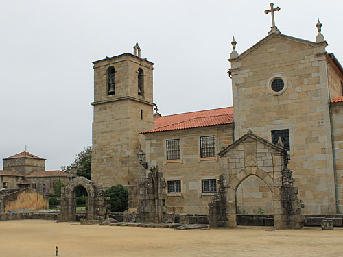 Dem gegenüber steht die Hauptkirche, die Igreja Matriz. (Foto: Sören Peters)